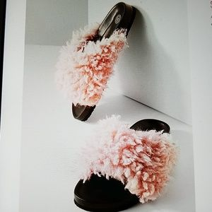 Shoes - NEW! Super fluffy Shearling slide